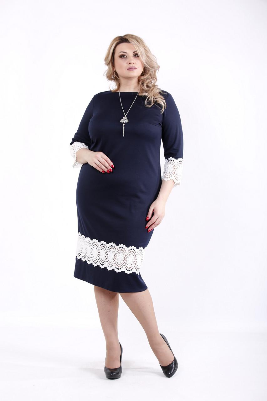 Синее платье больших размеров с кружевом