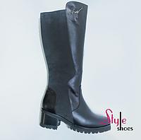 Сапоги зимние женские из натуральной кожи с вставками из нубука на устойчивом каблуке черного цвета