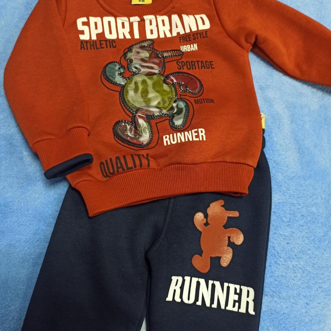 Нарядный модный костюм для мальчика. В комплект входит кофта с аппликацией и штаны