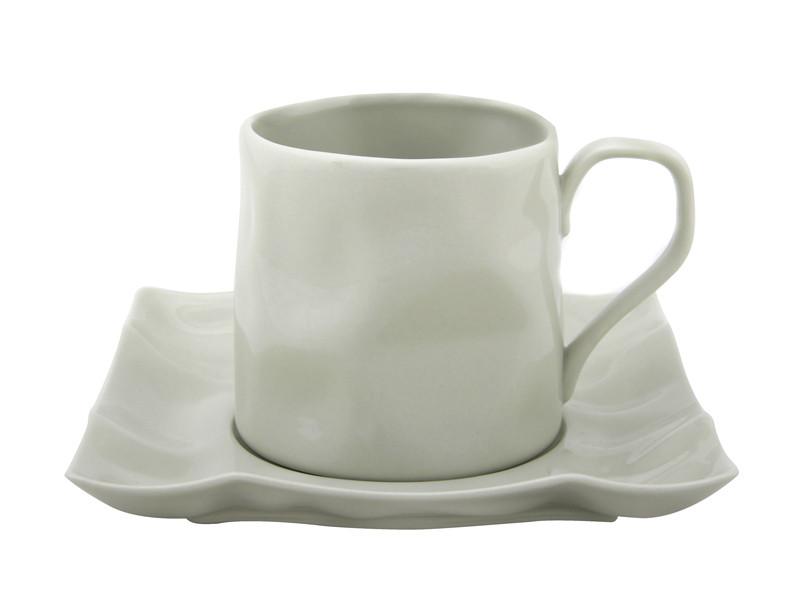 Біла пом'ята чашка з блюдцем Бэсик 250мл 2пр