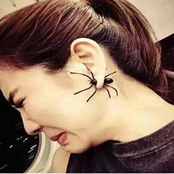 Чорна сережка у вигляді павука (чорна)