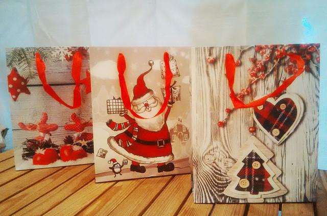 Новорічні пакети, Папір для подарунків на Новий Рік