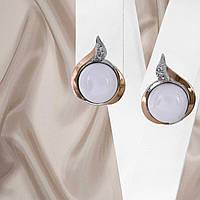 Красивые женские серебряные серьги с золотыми вставками и кахолонгом, фото 1
