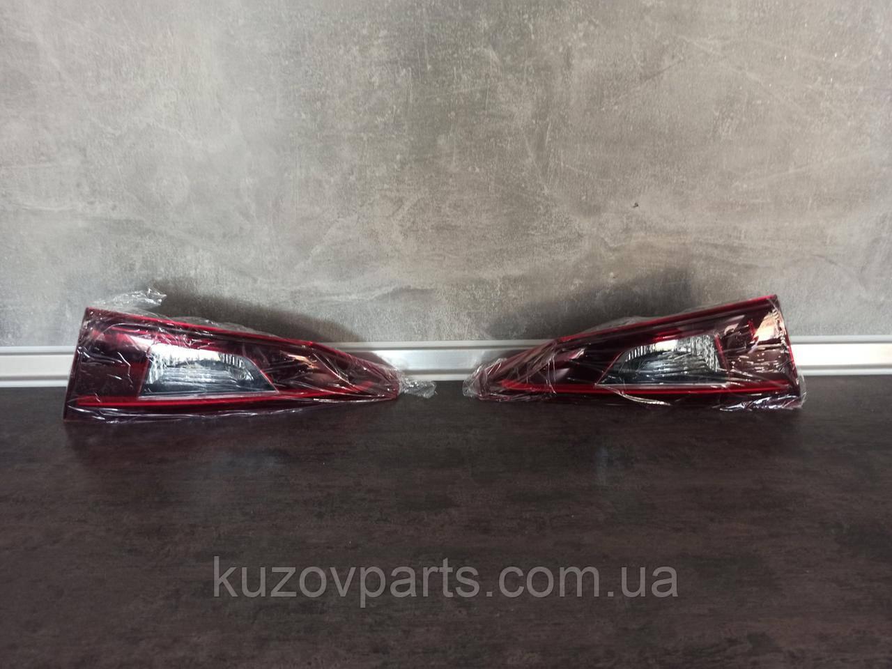 Задний фонарь правый левый LED  Mazda 3 2017 2018 2019