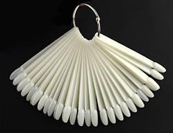 Палитра для гель-лаков на кольце миндальная форма 50 шт. белый цвет.