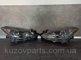 Фара передняя правая левая Mazda 3 2014 2015 2016 BHN251031B