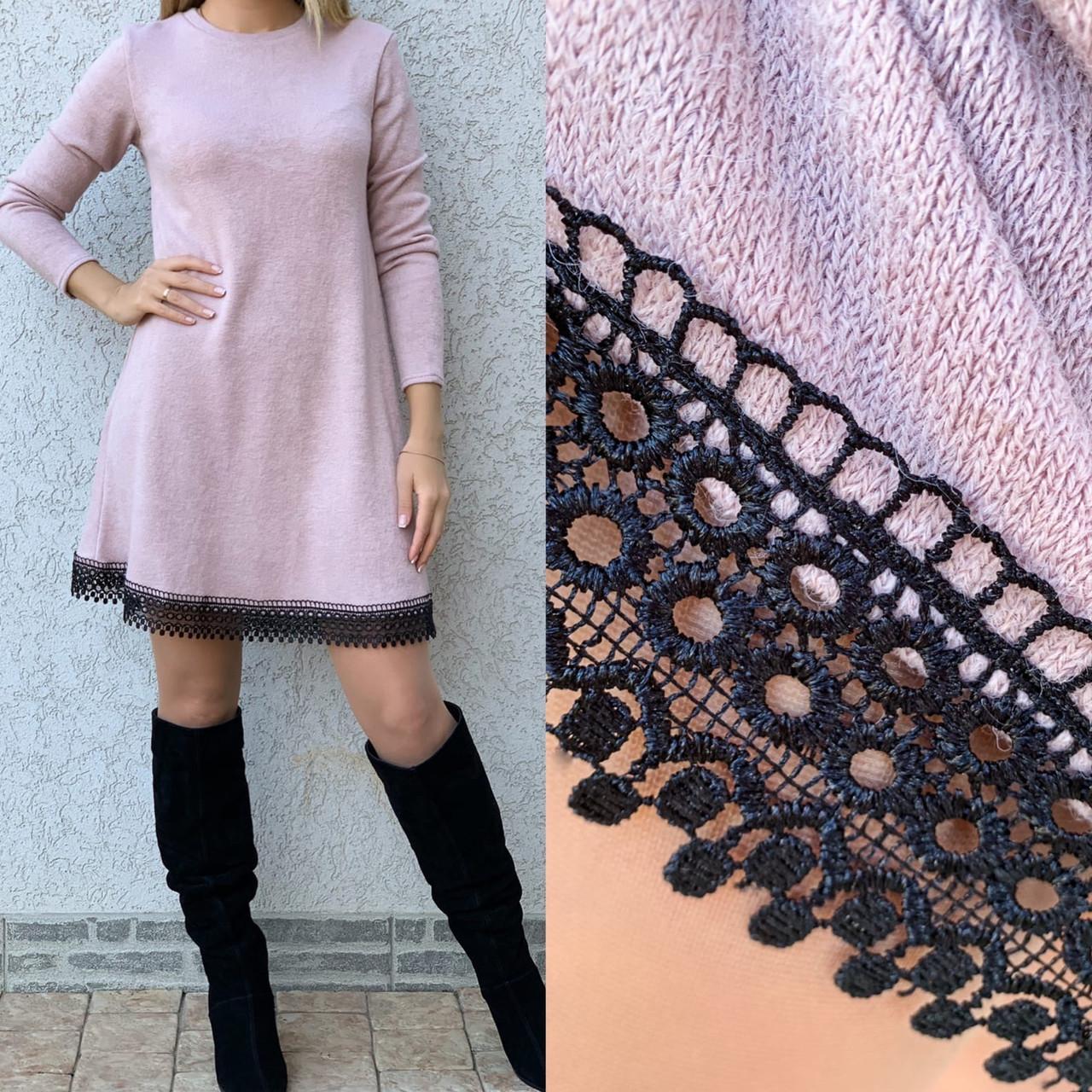 А-силуэтное ангоровое платье с кружевом