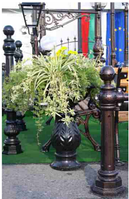 Кованые цветочницы и клумбы