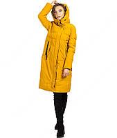Длинная зимняя женская куртка желтого цвета