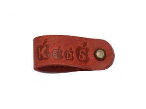 Бирка кожаная Kid's 1.5х9 красная медный винт к/к