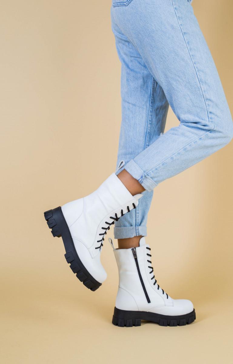Ботинки женские кожаные белые на шнурках и с замком, зимние