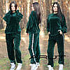Женский теплый костюм свободного кроя из вязаного велюра