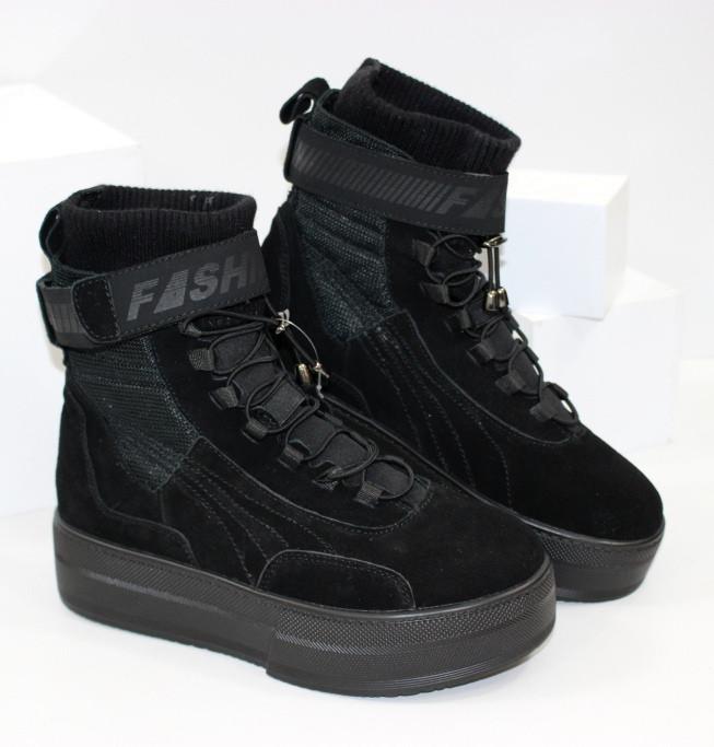 Демисезонные женские спортивные ботинки черные из натуральной замши на платформе
