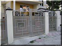 Ворота с орнаментом и поликарбонатом