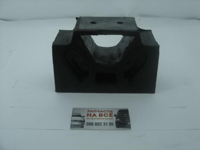 Подушка двигуна Т-150 бічна (будиночок)(можна МАЗ-500) 150.00.075