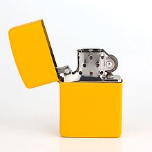 Зажигалка бензиновая «Matte» желтый лак