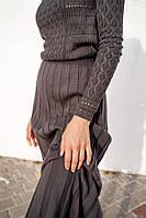 Вязаное платье длинны миди с ажурным узором и длинным рукавом