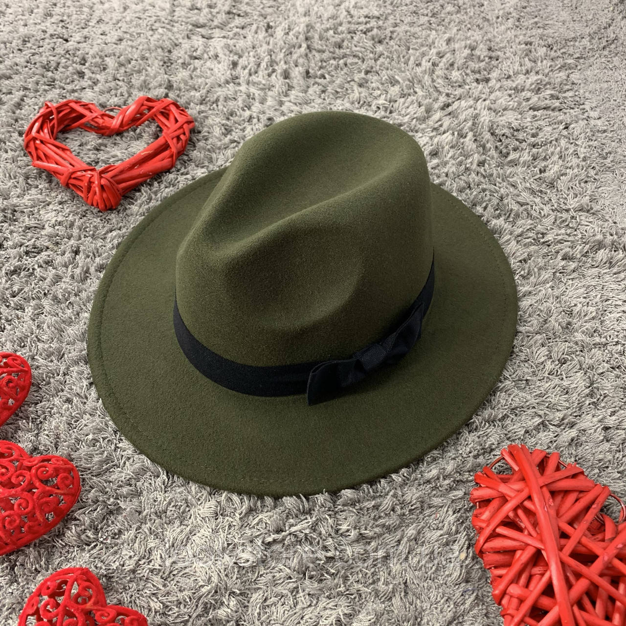 Шляпа Федора унисекс с устойчивыми полями и бантиком зеленая (хаки)
