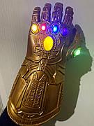 Світна рукавичка Таноса! Месники: Війна Нескінченності. Рукавичка нескінченності 34.5 см