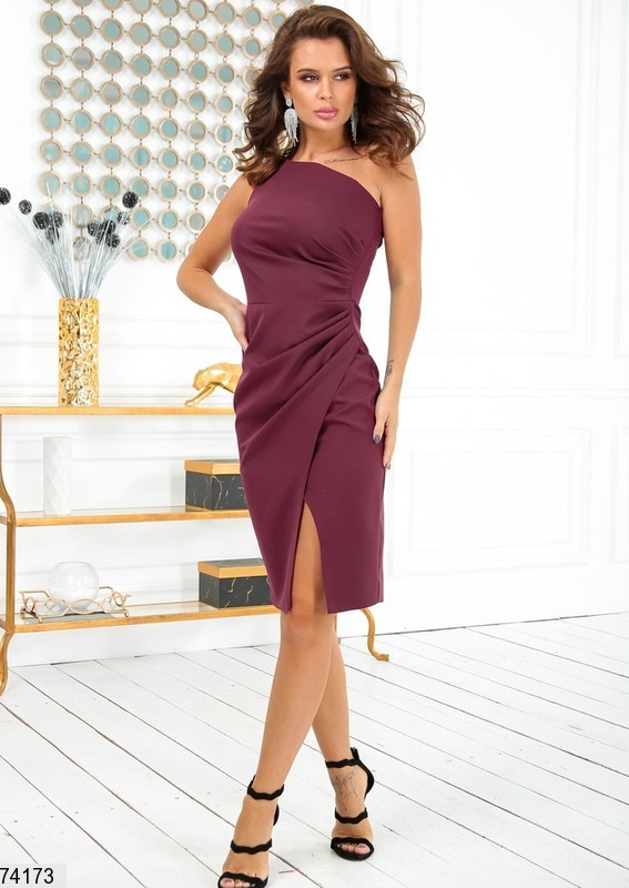 Женское коктейльное платье на одно плечо р. 42-48 бордовое