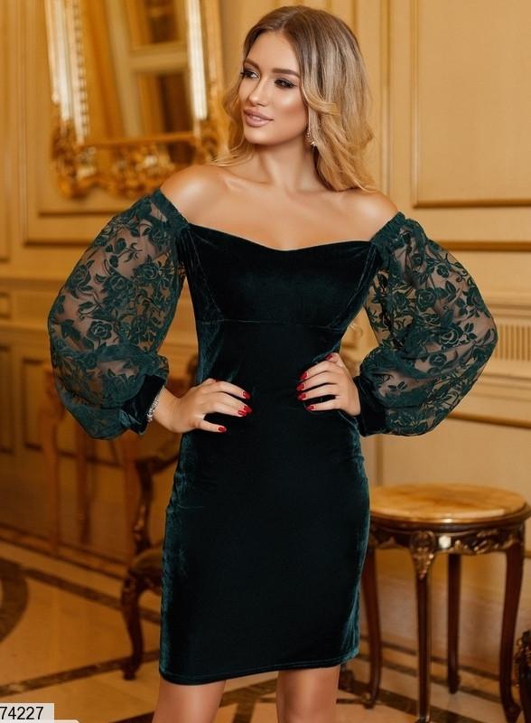 Женское бархатное платье с прозрачными объемными рукавами черное