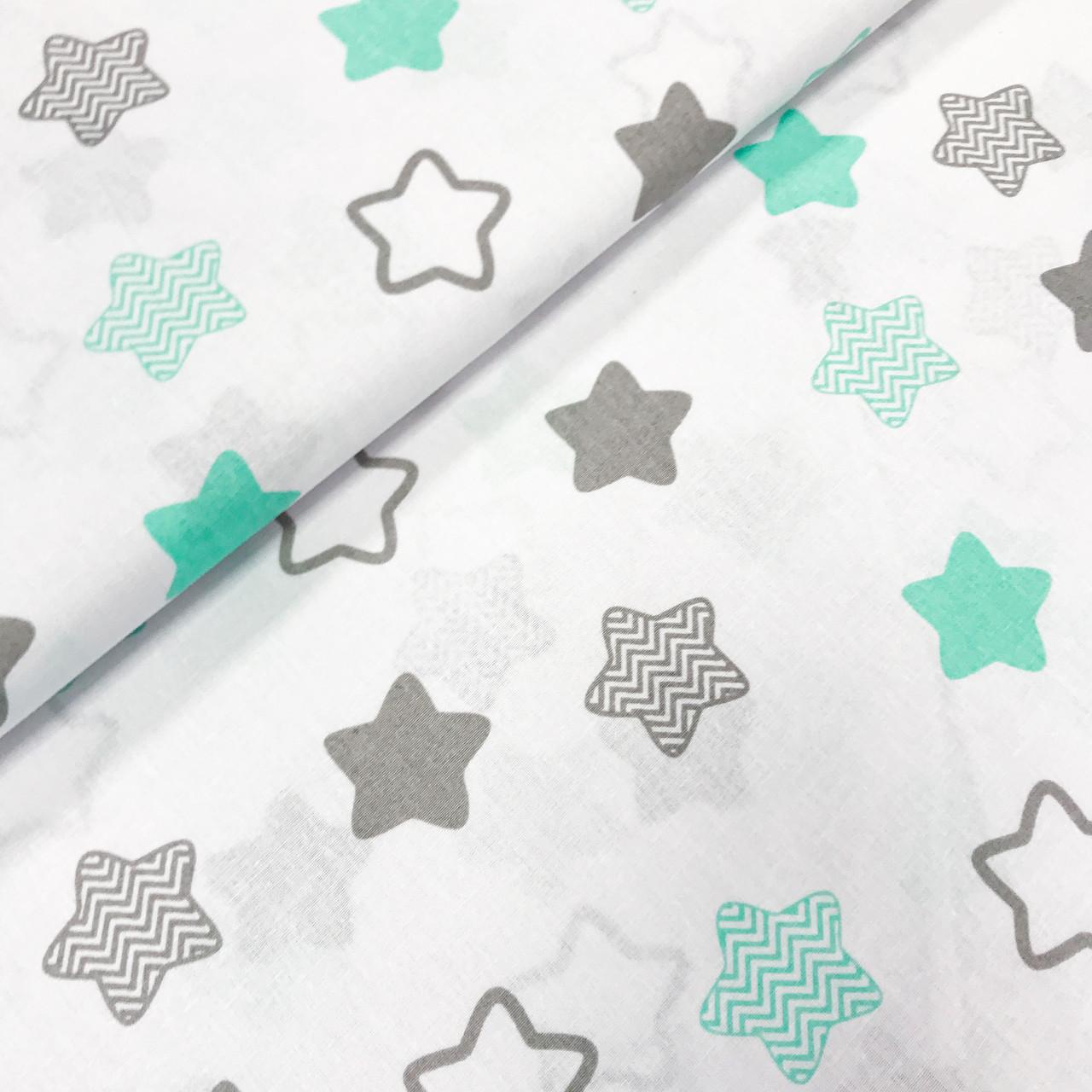 """Польская хлопковая ткань """"Звезды-пряники мятно-серые с зигзагами  на белом"""""""