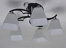 Люстра на 5 ламп чорна основа білі плафони, фото 2