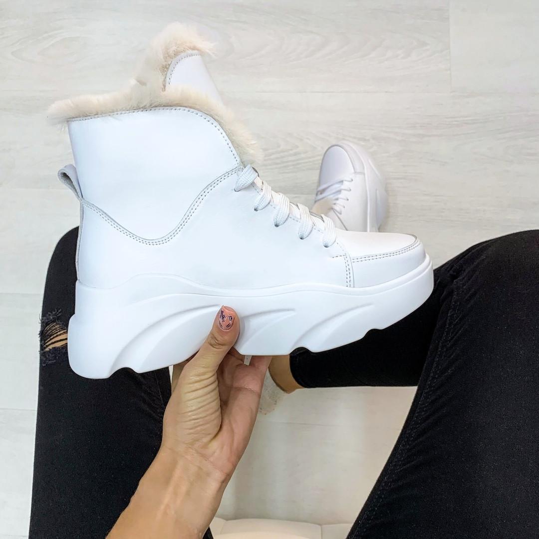Ботинки с мехом белые