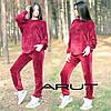 Женский осенний велюровый костюм свободного кроя