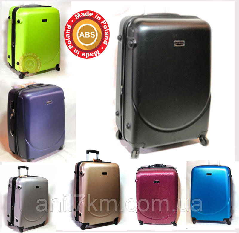 Средний пластиковый чемодан на четырёх колёсах wings