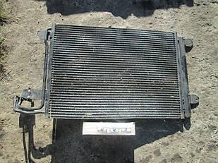 №63 Б/у радиатор кондиционера для VW Touran  2003-2015