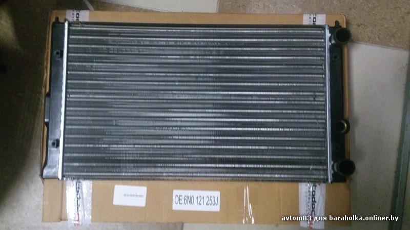 Радиатор охлаждения Volkswagen Golf 3 1992-1999 (1.6 АС-) 525*322мм по сотах KEMP