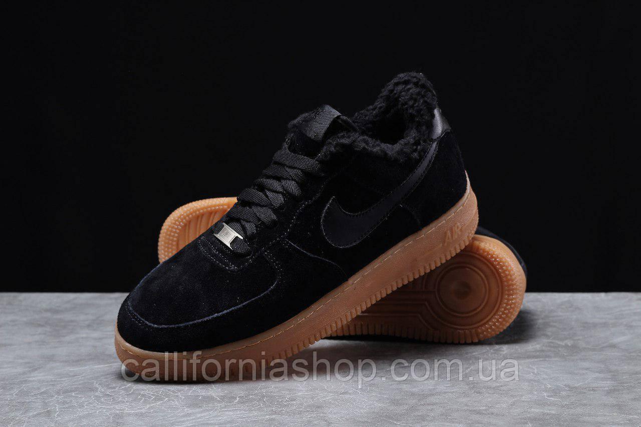Зимние мужские кроссовки Nike Air Force Найк Аир Форс черные замшевые на меху с коричневой подошвой