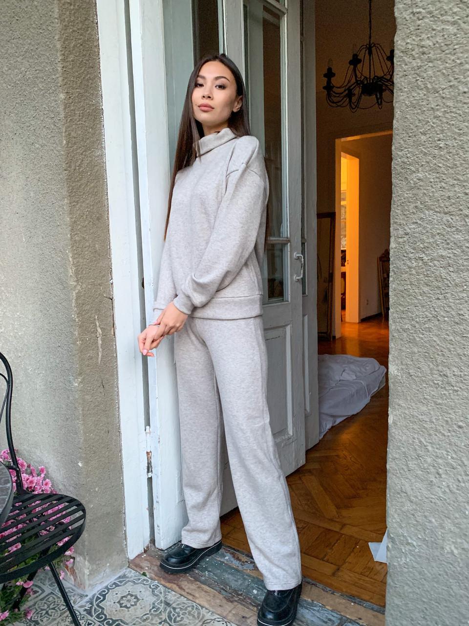 Теплый женский костюм с брюками