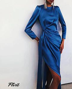 Элегантное шелковое платье с драпировкой и разрезом  42-44 р