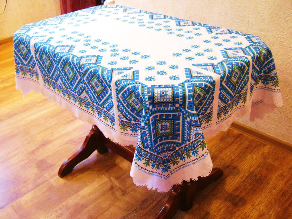 Скатерть на стол с синим орнаментом