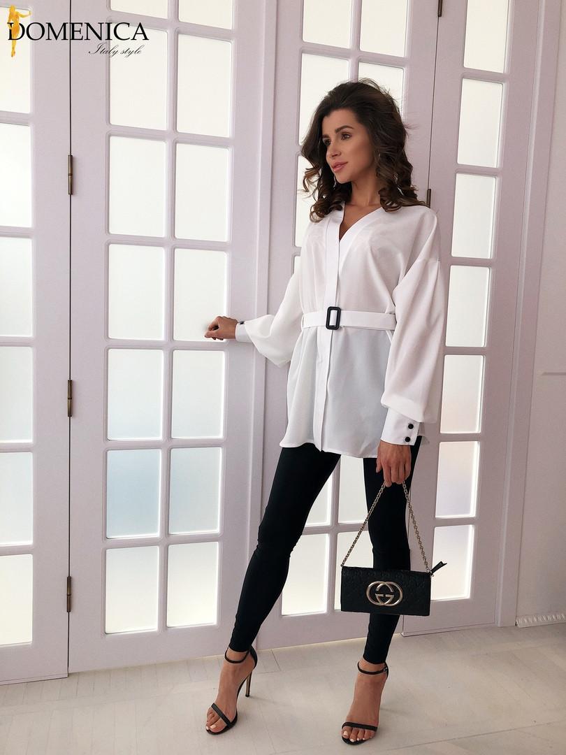 Женская белая удлиненная рубашка из софта с поясом tez3113391