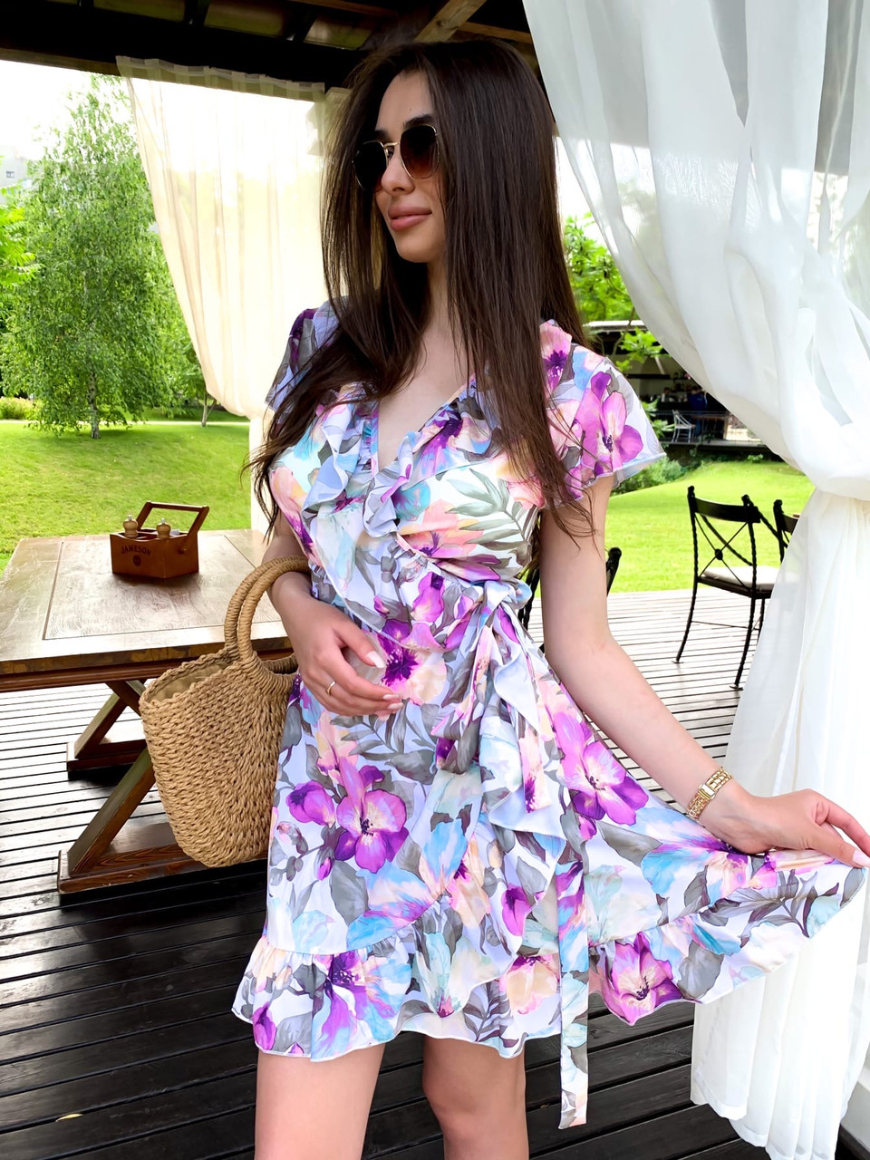 Платье в принт на запах с коротким рукавом и оборками tez63031338