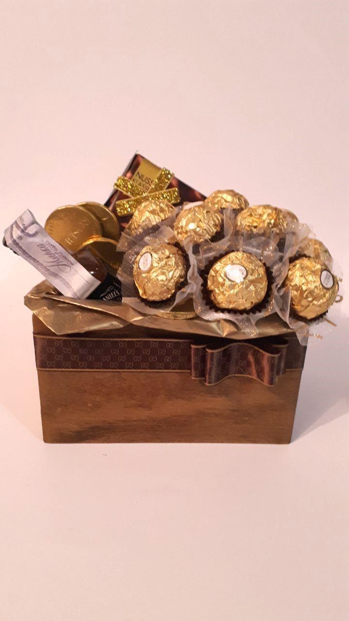 Мужской подарочный короб с конфетами Шоколадный комплимент М