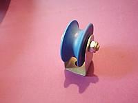 Ролик 40/19 на кронштейні з внутрішнім струмком R6,5 вісь 8мм
