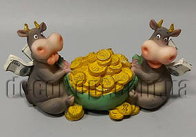 Два крылатых бычка с мешком денег 9х18х7см