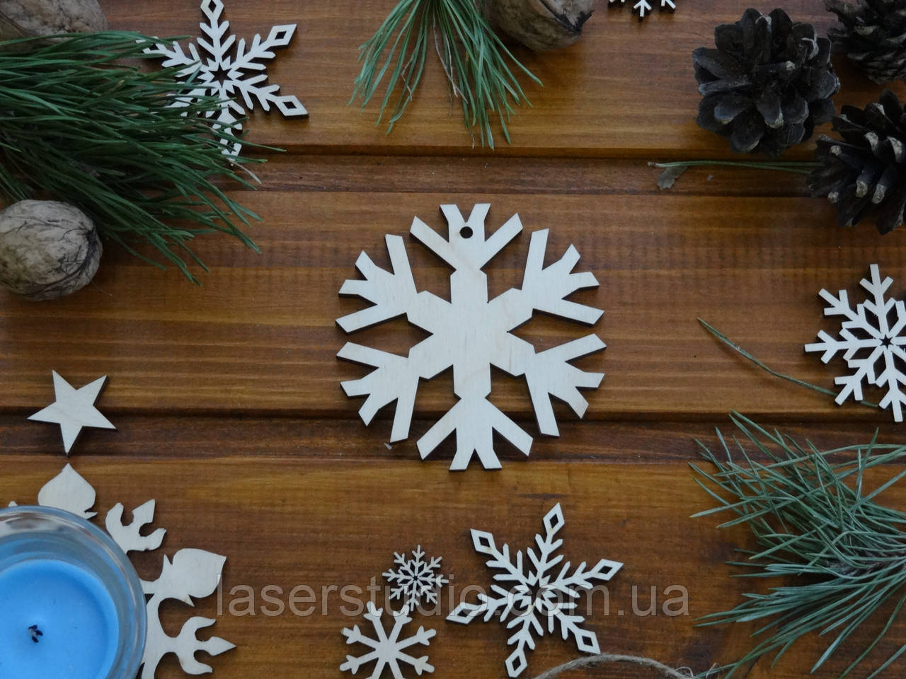 Деревянная елочная игрушка Снежинка №17