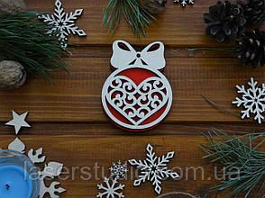 Деревянное елочное украшение Сердце з Бантиком №50 с Красным фоном