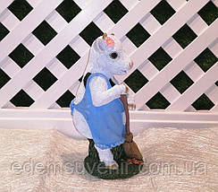 Новогодняя садовая фигура Корова с метлой, фото 2