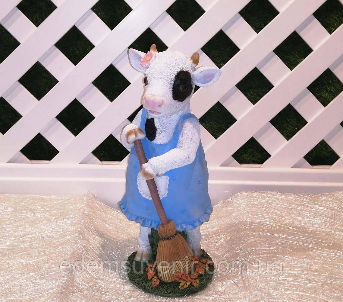 Новогодняя садовая фигура Корова с метлой