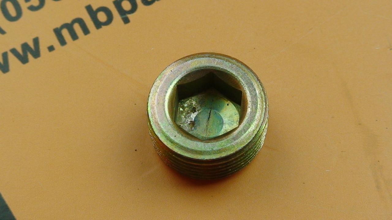 826/00425 Пробка бортового редуктора ступицы колеса на JCB 3CX, 4CX