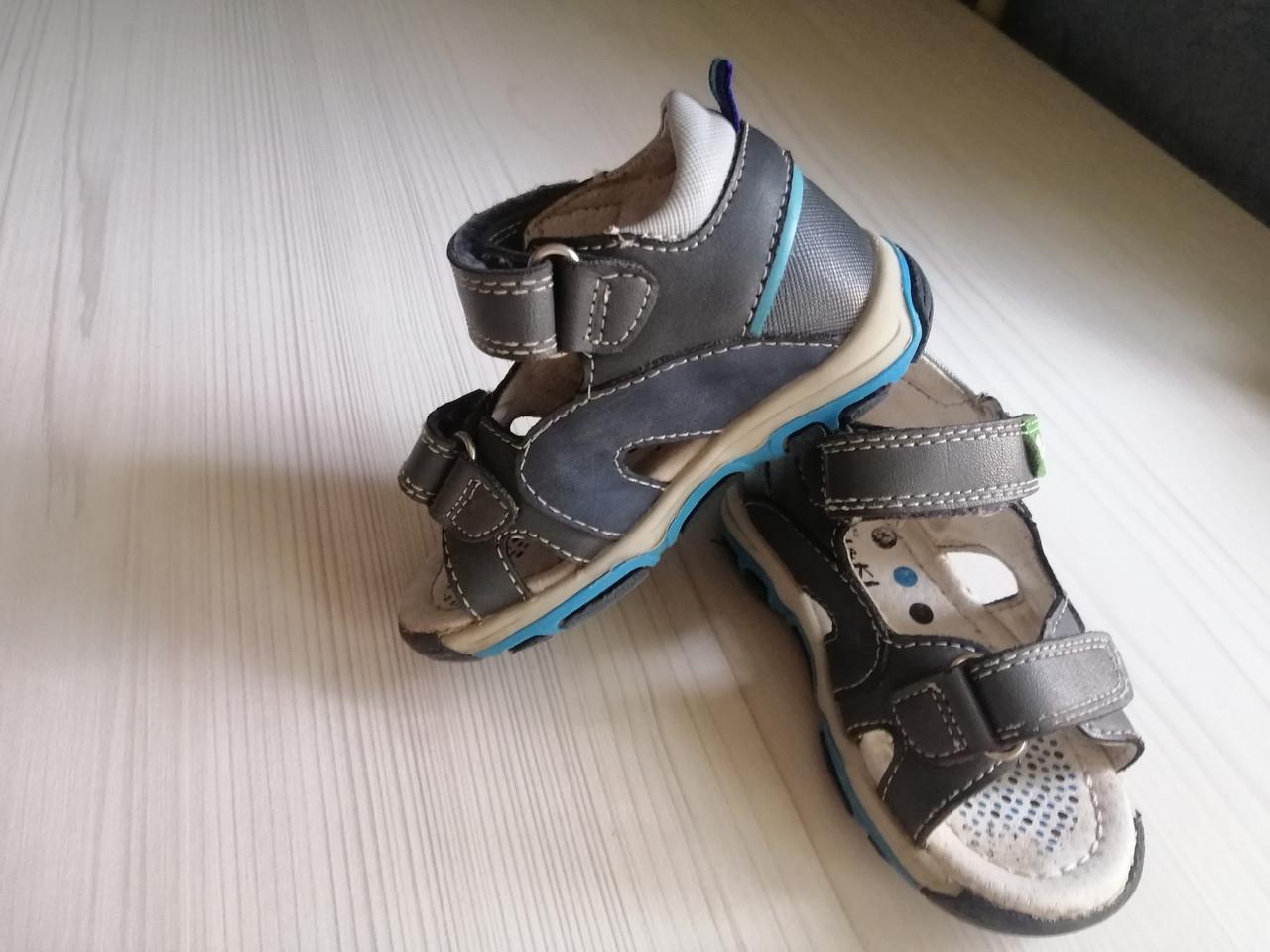 Стильные детские сандали для мальчика