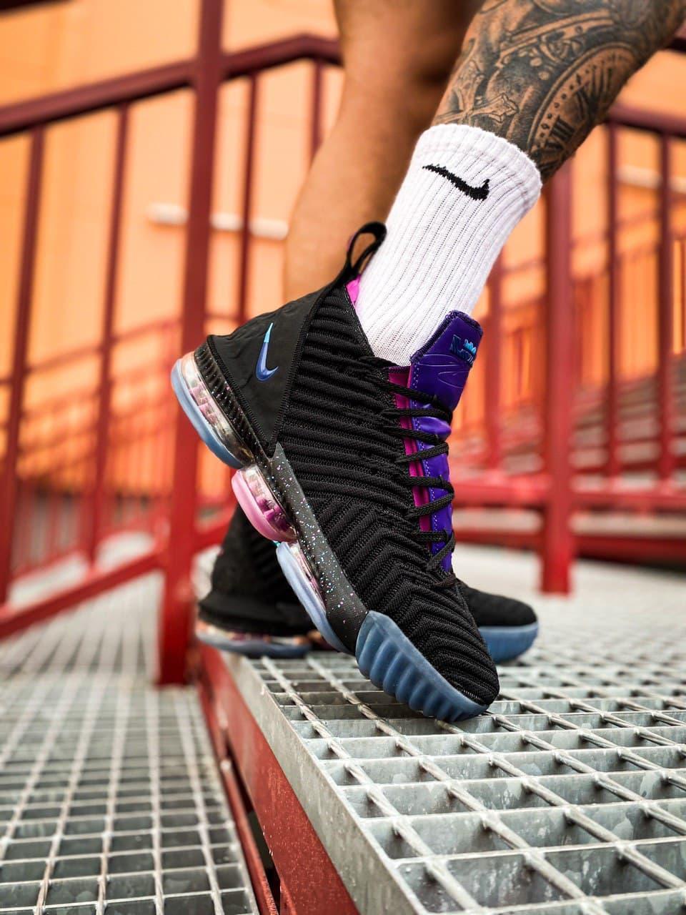 Кросівки чоловічі Nike LeBron 16 White Graffiti Black