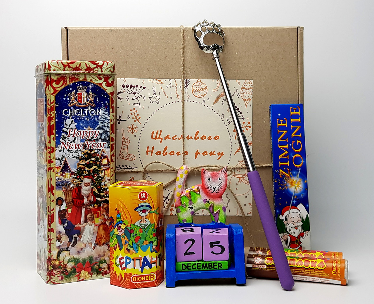 """Новогодний бокс """"Новогодний вечер"""": вечный календарь, чай, хлопушка, серпантин, бенгальские огни,чесалка"""