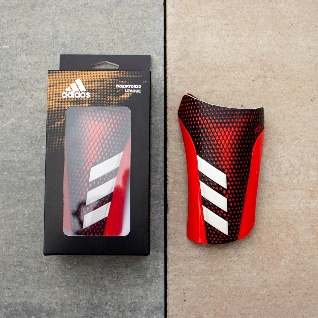 Футбольные щитки Adidas Predator League